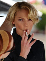 Aarkeybabble : Katherine Heigl was quite possibly the most photographed smoker of 2008